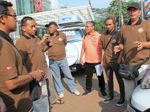 7 media, 7 blogger, 7 pengemudi dibrief oleh Om Endi & Toni, kapten tim Terios 7 Wonders.