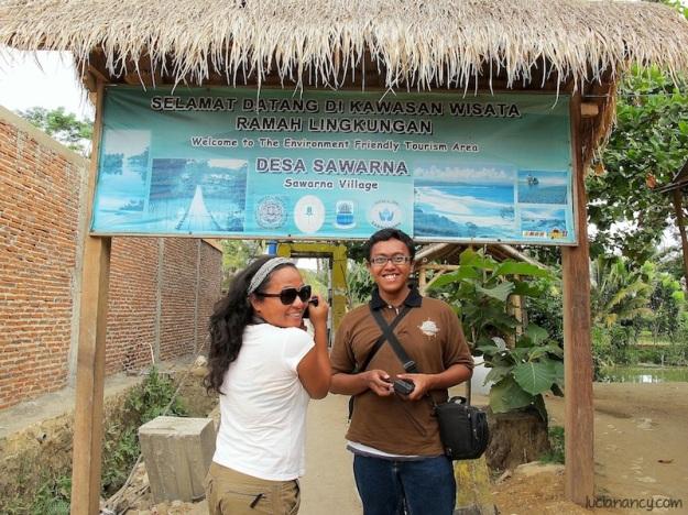 Mumun Indohoy dan Wira Nurmansyah, dua orang blogger kesayangan saya selama road trip ini.