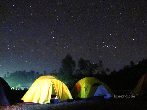 Malam sejuta bintang di Ranupani, Thanks Wira Nurmansyah buat settingan kameranya! Ternyata kamera bututku mampu menangkap keindahan malam. :')