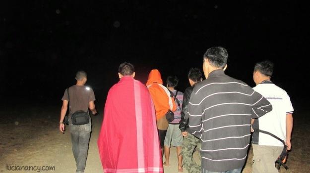 Safari malam di Savana Bekol. Jangan lupa bawa senter atau headlamp ya!