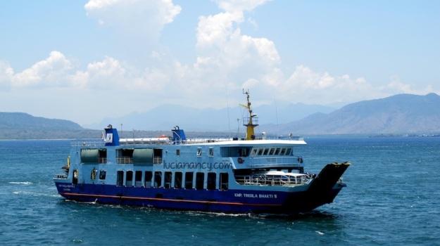 Ferry lain yang juga menyebrang pagi itu.