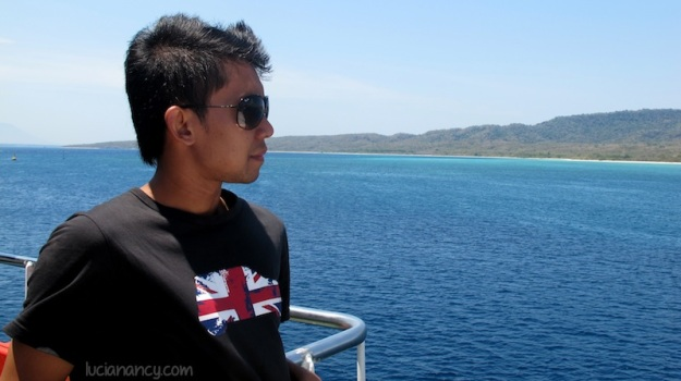 Can you see the turquoise color? One thing i like from east Indonesia's sea is we can swim there! *abaikan modelnya*