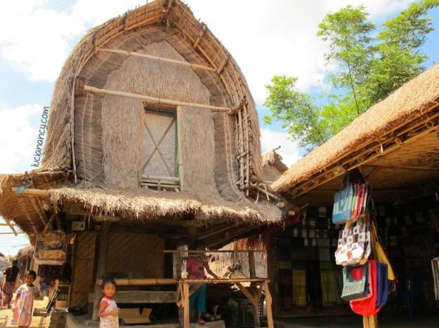 Berugak, tempat penyimpanan hasil panen dan juga tempat untuk menerima tamu.