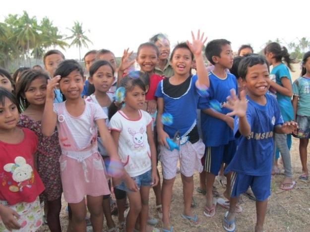 Anak-anak Sumbawa. Anak-anak dengan hati terbesar yang pernah saya jumpai.