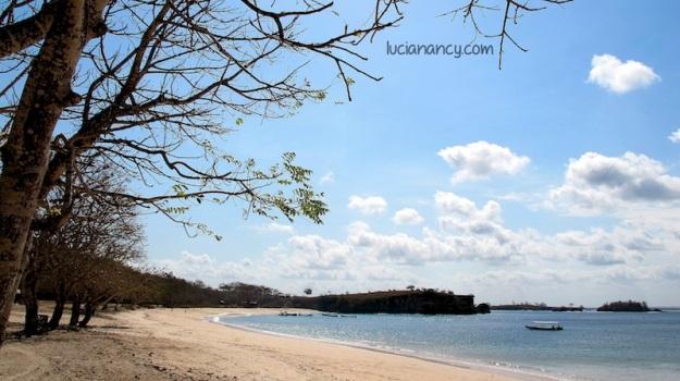 Sisi kiri Pantai Tangsi.