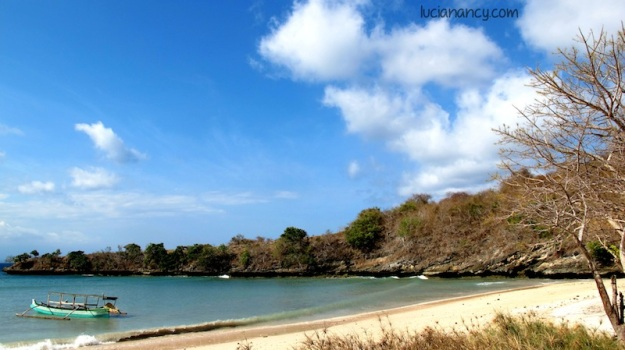 Pantai Tangsi, Desa Temeak, Kabupaten Jerowaru, Lombok Timur, Nusa Tenggara Barat.